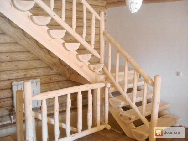Лестница из бревна на второй этаж в частном доме