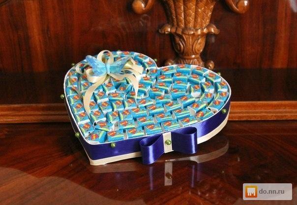 Букеты из конфет и игрушкой как сделать