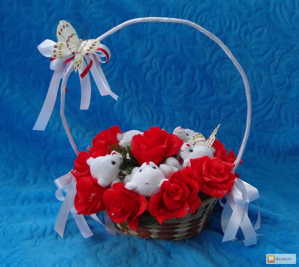 Букеты из конфет и игрушек своими руками в корзинке 4